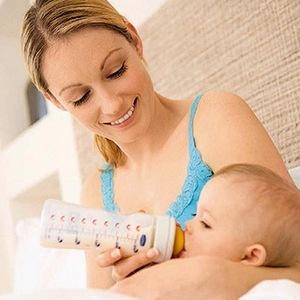 Как хранить сцеженное грудное молоко? Какие способы хранения лучше?