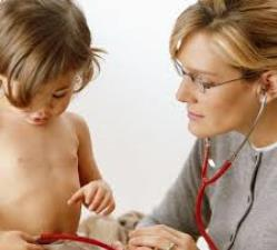 Как помочь ребёнку при рвоте и поносе
