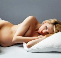 беременная спит