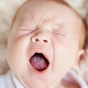 Появление недуга на языке у грудничка