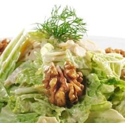 Салат с соусом из грецких орехов