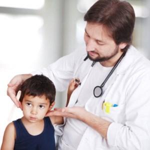 Как нужно лечить шишку на шее у ребенка