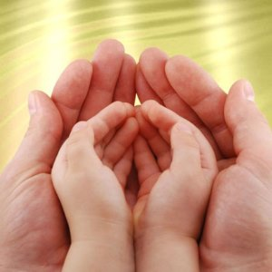 у вашего ребенка облазит кожа на пальцах рук и ног