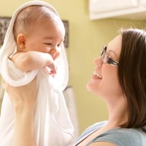 Почему шелушится кожа у новорожденного