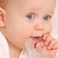 первые зубки у грудничков
