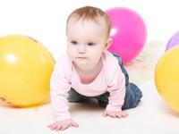 Как научить грудничка полезным навыкам? Интересная статья для мам, имеющих грудных детей.