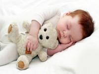Как уложить грудничка спать? Какая должна быть обстановка во время сна малыша?