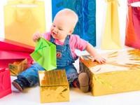 Расскажем Вам, что можно подарить ребенку на 1 годик. Полезные подарки для мальчиков и девочек