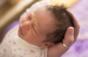малыш с потной головой