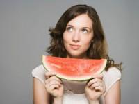 Можно ли употреблять арбуз при кормлении грудью? Какие фрукты можно кормящим мамам?