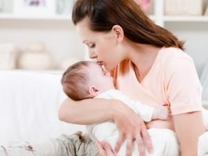 Обсуждаем, что должен уметь делать ребенок в 10 месяцев. Разностороннее развитие малыша