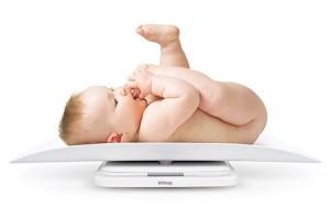 новорожденный набирает вес